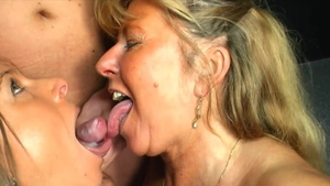 MILF Sexy Susi threesome