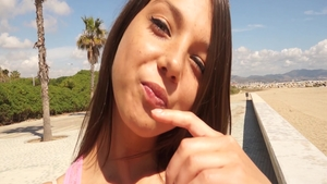 Young teen chick Foxi Di POV pussy eating