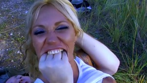 Stepmom Ginger Hell blowjob outdoors