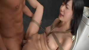 Too cute chick raw cowgirl sex in the toilet