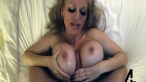 Loud sex in the company of huge boobs whore Casca Akashova