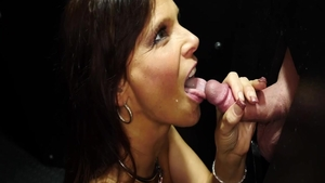 Hawt babe Syren De Mer goes for deepthroat HD