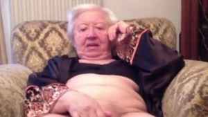 Masturbation starring granny wearing pantyhose in HD
