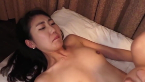 Japanese cougar feels the need for hard slamming in HD
