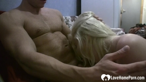 Wet blonde babe homemade pussy fuck