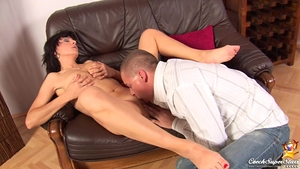Deepthroat in company with shaved czech babe