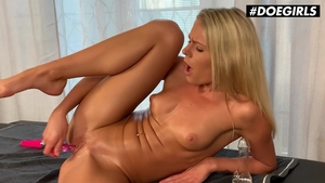 Classy & huge tits babe homemade fingering solo
