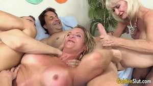 American cougar really enjoys orgy in HD